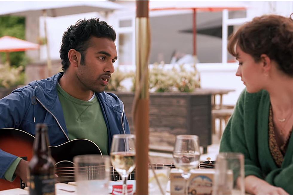 """""""Yesterday"""" reż. Danny Boyle; Himesh Patel jako John Malik i Lily James jako Ellie"""