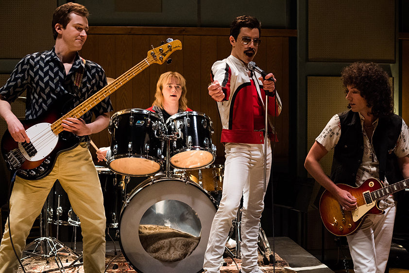 Joe Mazzello (John Deacon), Ben Hardy (Roger Taylor), Rami Malek (Freddie Mercury), and Gwilym Lee (Brian May) w filmie Bohemian Rhapsody